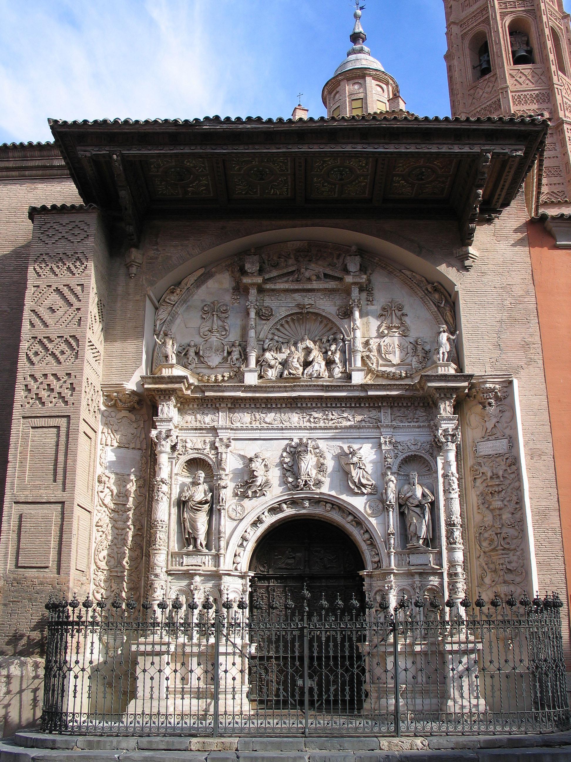https://an.wikipedia.org/wiki/Imachen:20080817-Calatayud_Santa_Mar%C3%ADa_la_Mayor_Fachada.jpg